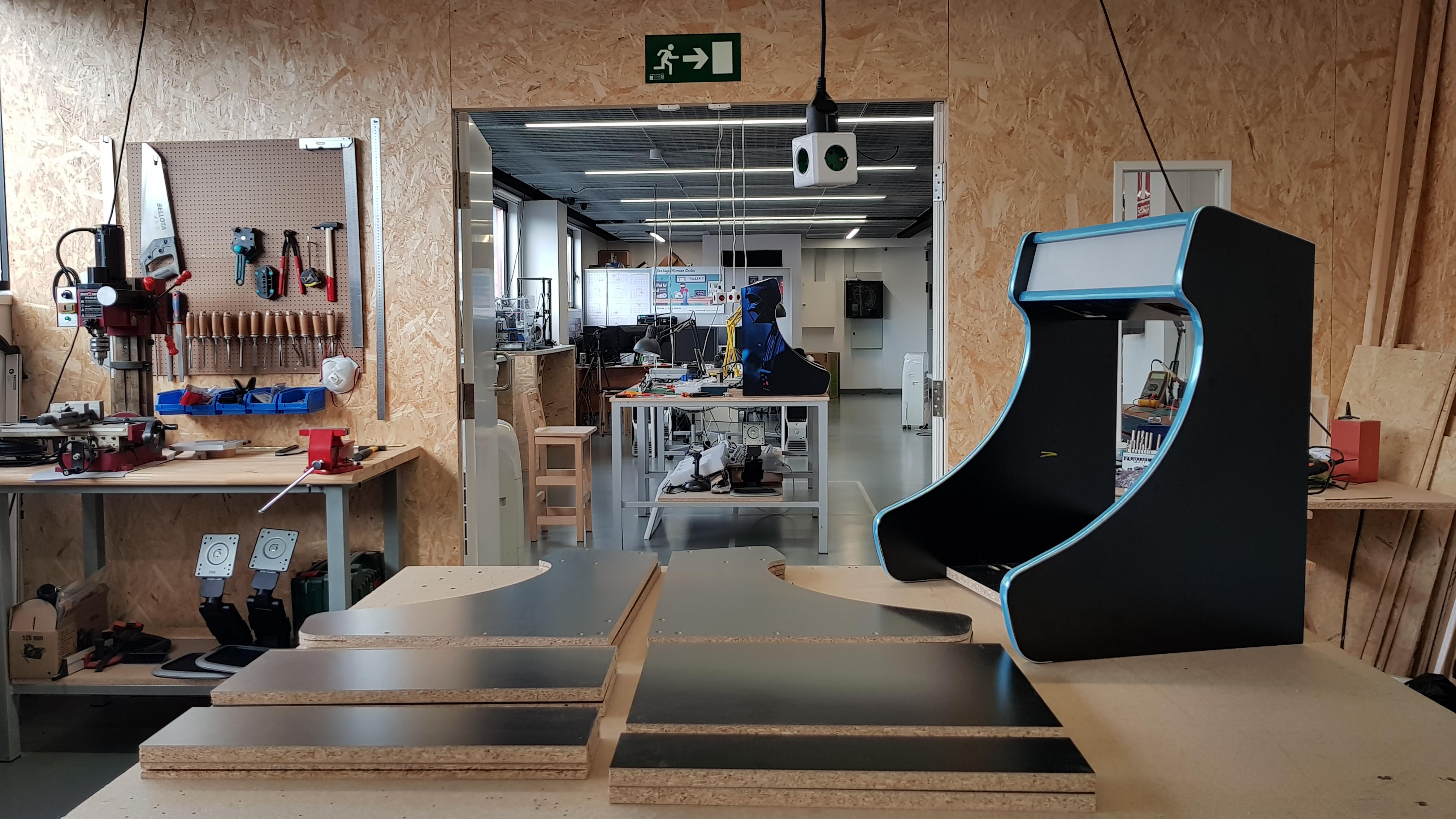 Bartop Arcade personalizada Taller 7 MakerSpace Nigrán